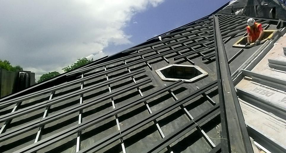 Кровельное покрытие Пирамиды Науки в Денвере украсили «дыры»-окна