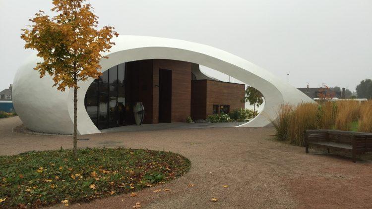 крыша из белого бетона