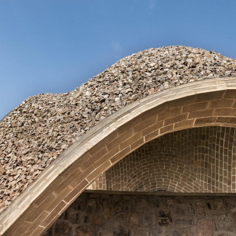 шатрообразные крыши крикетного стадиона в Руанде 5