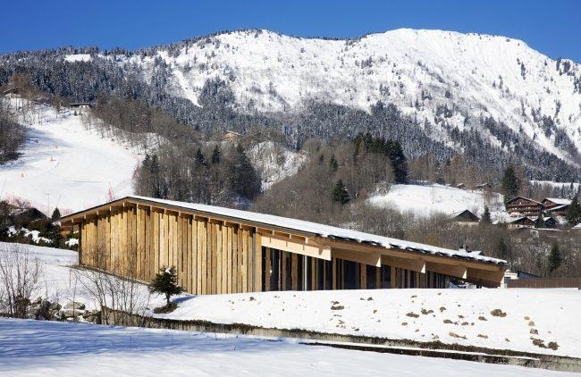 ассиметричной двускатной крышей