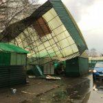 разрушенная ураганом крыша в Москве