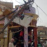 кровлю снесло песчаным ураганов в Индии