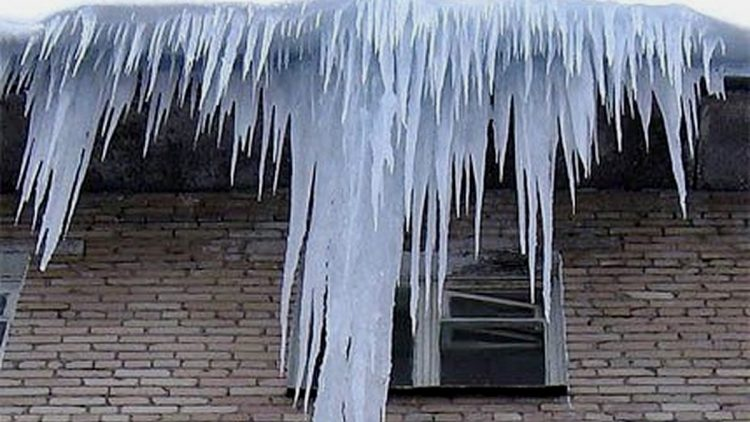 протечки из-за ледяных наростов на кровле