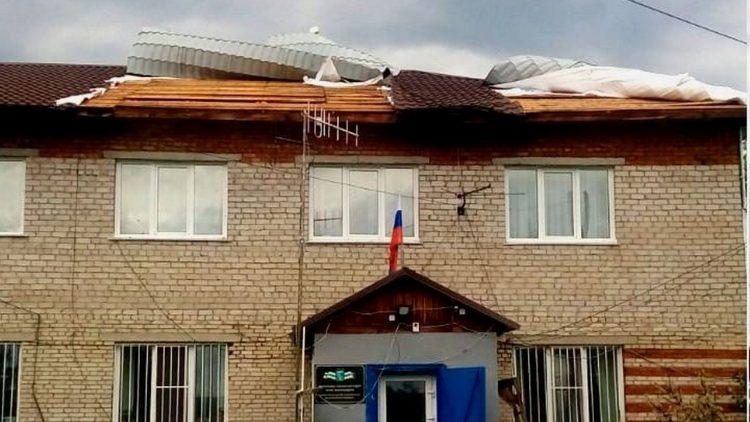 сорваны крыши домов