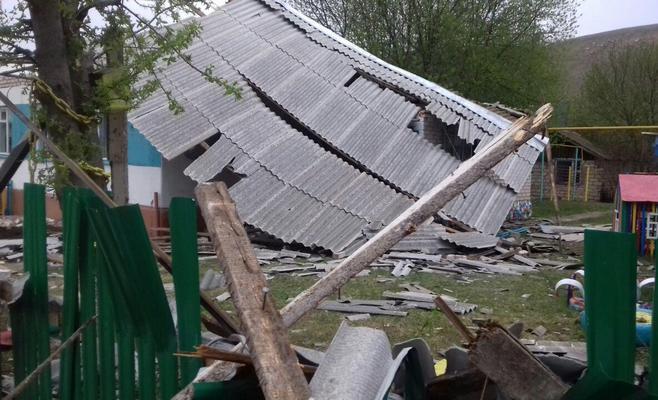 повредила крыши