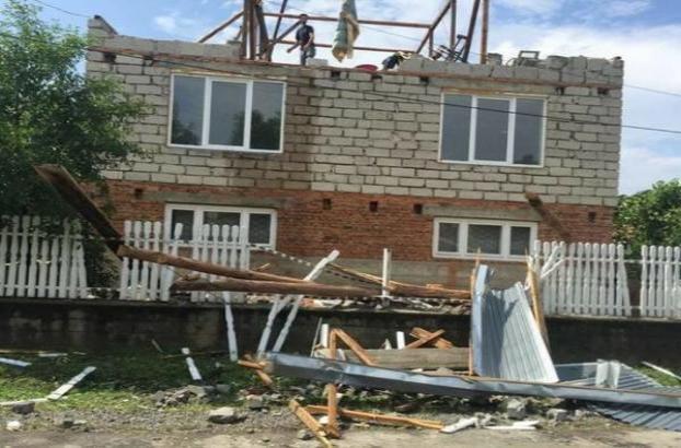 повреждены крыши